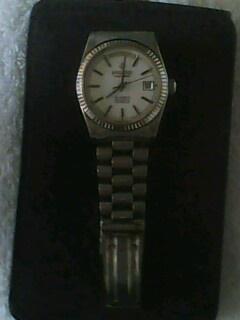 这手表已经有25年历史了!!原装瑞士表.一直都好用! 现在出高清图片
