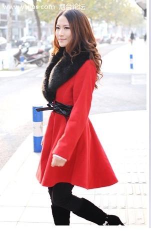 红色裙摆大衣.jpg