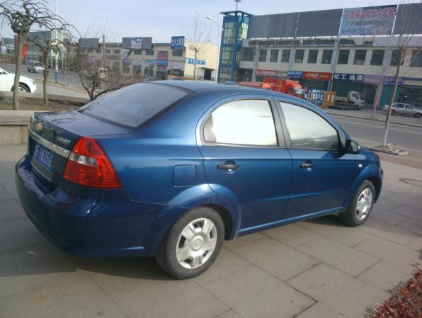出售雪弗兰乐风蓝色三厢轿车高清图片