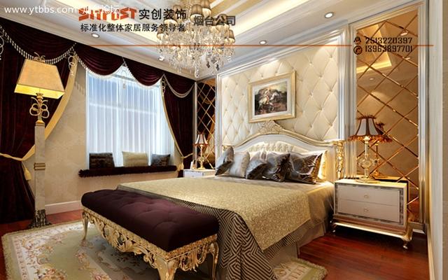 电视背景墙以石材和印花银境搭配,沙发背景墙以欧式大理石做成的门柱