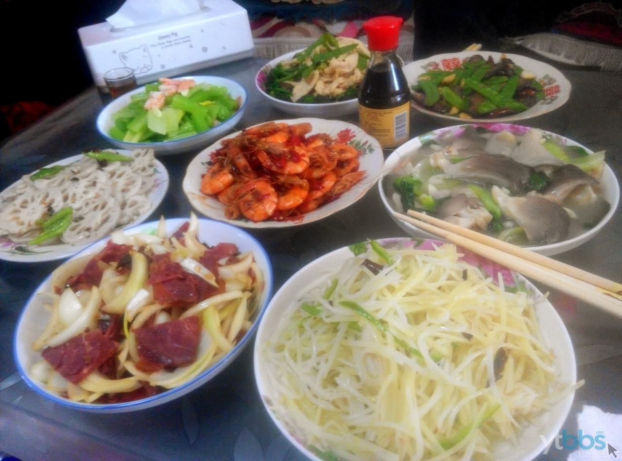 正月末的一顿家宴,大鱼大肉已经吃不动了,大多是素菜