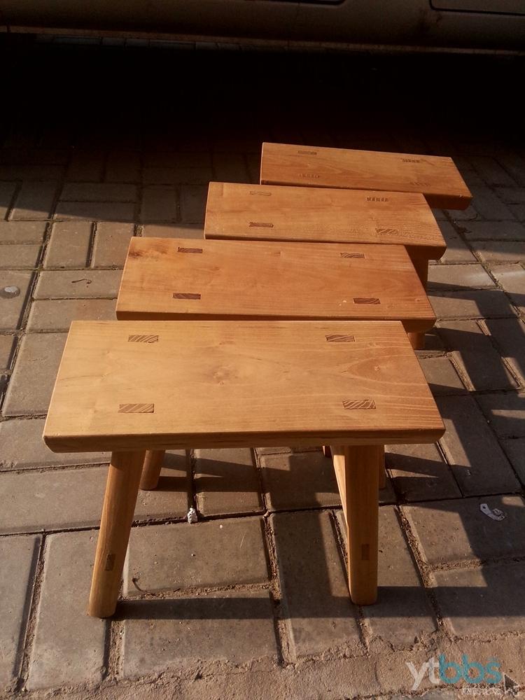 4,专做红木家具的师傅做的4把小凳子(桑枝木) 70元一把,我老丈人做