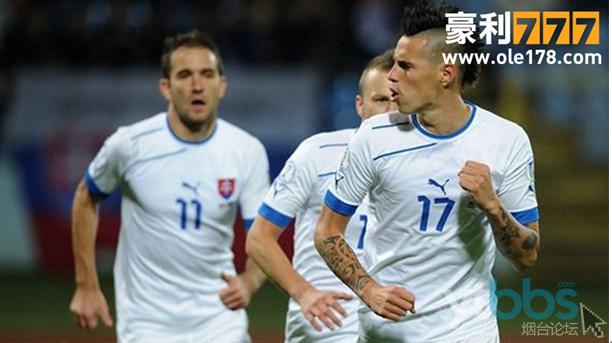 斯洛伐克起步很稳健,第1比赛日,客场1-0小胜主要竞争对手乌克兰。第2比赛日又一鼓作气主场2-1拿下了世界冠军、欧洲冠军西班牙。第3比赛日,客场3-1轻取白俄罗斯也在情理之中。此后客场2-0马其顿,主场3-0卢森堡,主场2-1马其顿都属正常比分,并一直在该组领跑。不过斯洛伐克随后的3轮比赛有所滑坡,第7比赛日客场0-2被西班牙复仇,第8比赛日主场被乌克兰0-0逼平,第9比赛日主场0-1不敌白俄罗斯,至此,斯洛伐克终于彻底失去了争夺小组头名的希望,收官战4-2击败卢森堡已经是例行公事。最终,斯洛伐克在本组以