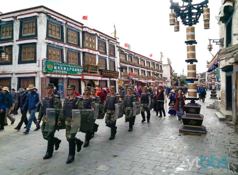 武警部队在大街小巷到处可见.png
