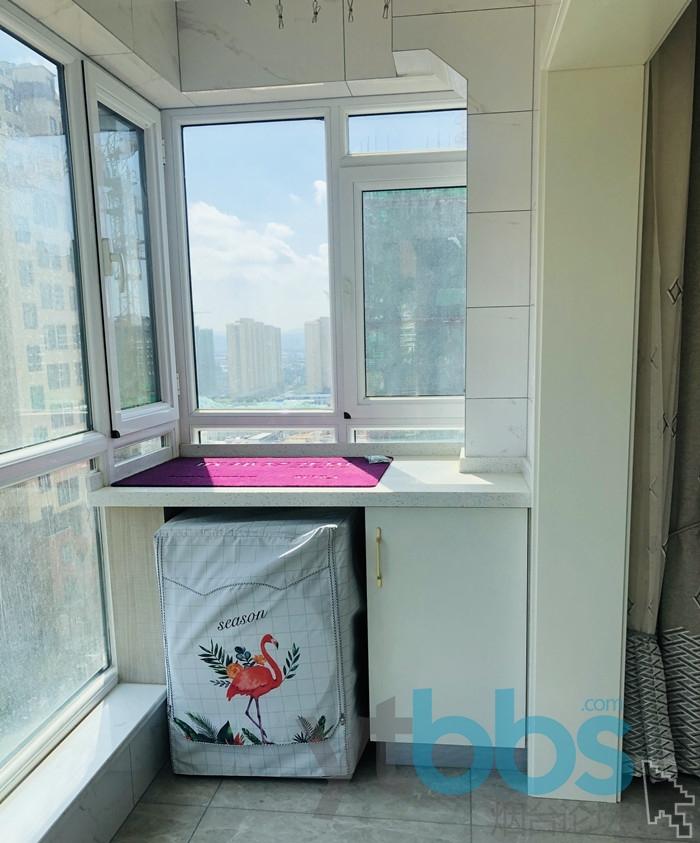 主卧阳台晾晒区洗衣机.jpg