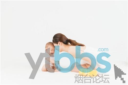 摄图网_500962408_母婴床上妈妈陪伴宝宝(企业商用).jpg