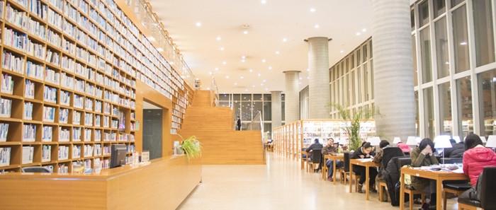 摄图网_500210664_wx_敞亮的图书馆大场景(企业商用).jpg