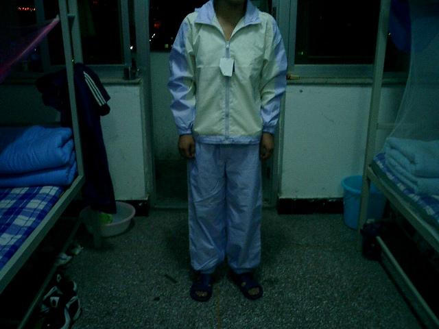 同学她姑也不知是姨的公司里给深圳那的学生定做的运动服...