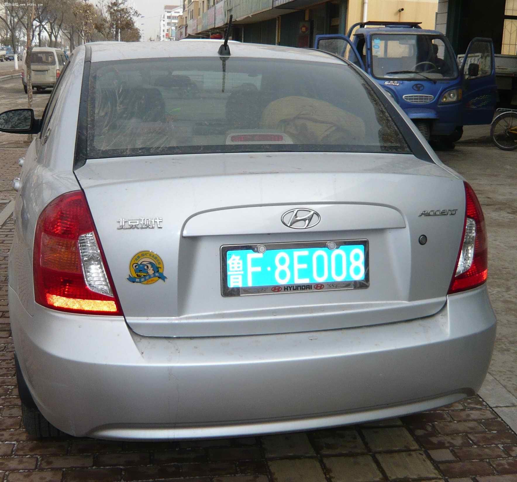 两个车一样的价格都是5.3万卖,一个是现代雅绅特一个是吉利美人豹高清图片