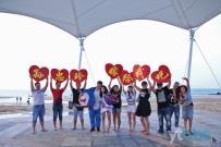 视频: 烟台海边创意求婚,先惊后喜!